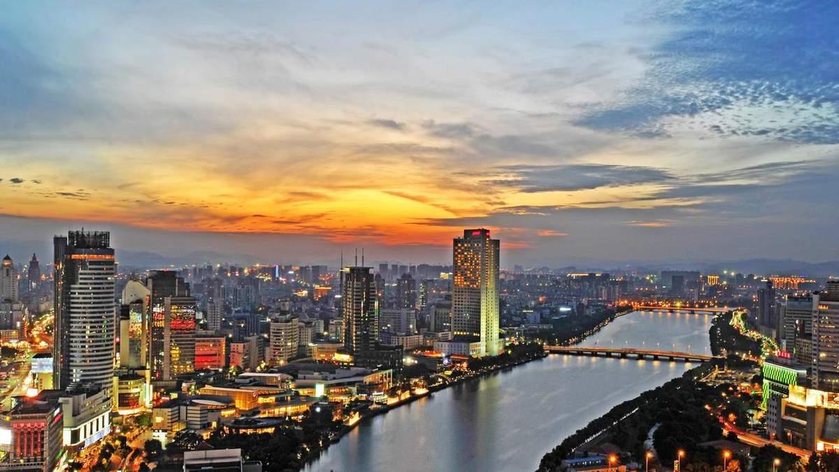 Місто Нінбо розташоване недалеко від Шанхаю