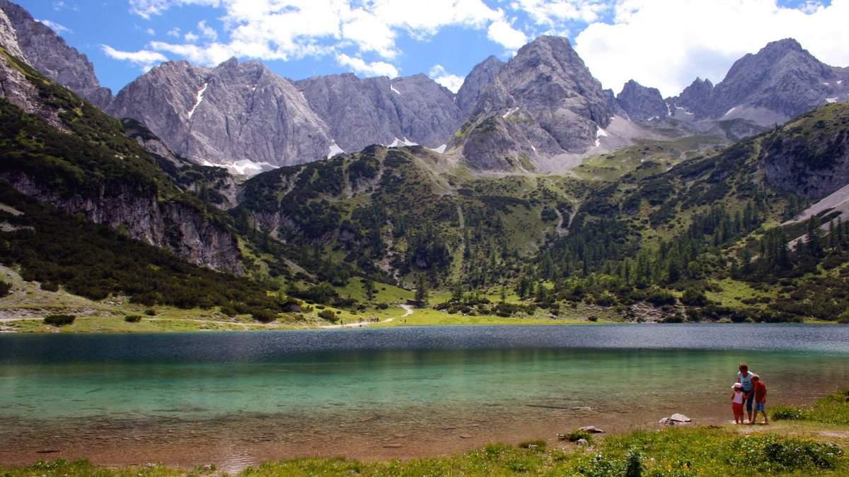 Дім з очима: В Австрії побудували незвичний будинок з видом на Альпи – фото