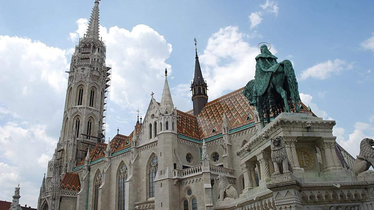 Всередині церкви в Будапешті створили дитячу ігрову кімнату – фото