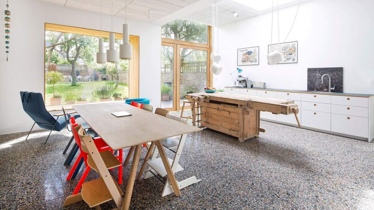 Студія хотіла показати як виглядатимуть старі меблі у сучасному матеріалі