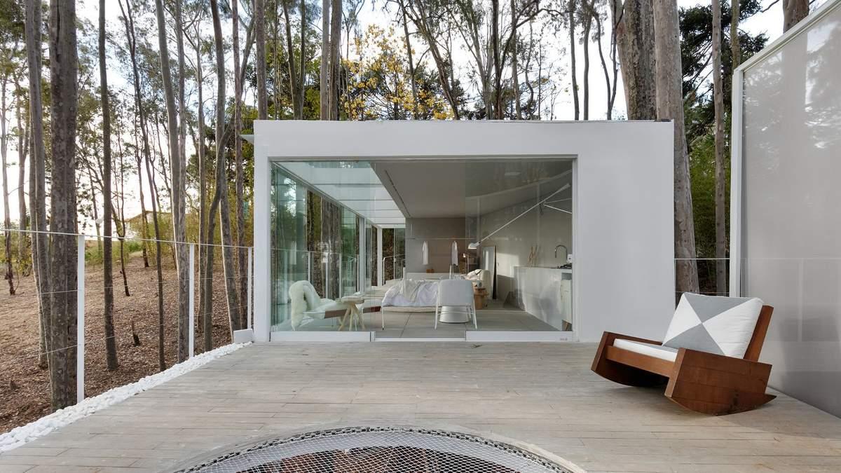 Рай для соціопата: італієць побудував сучасний будинок посеред лісу – фото