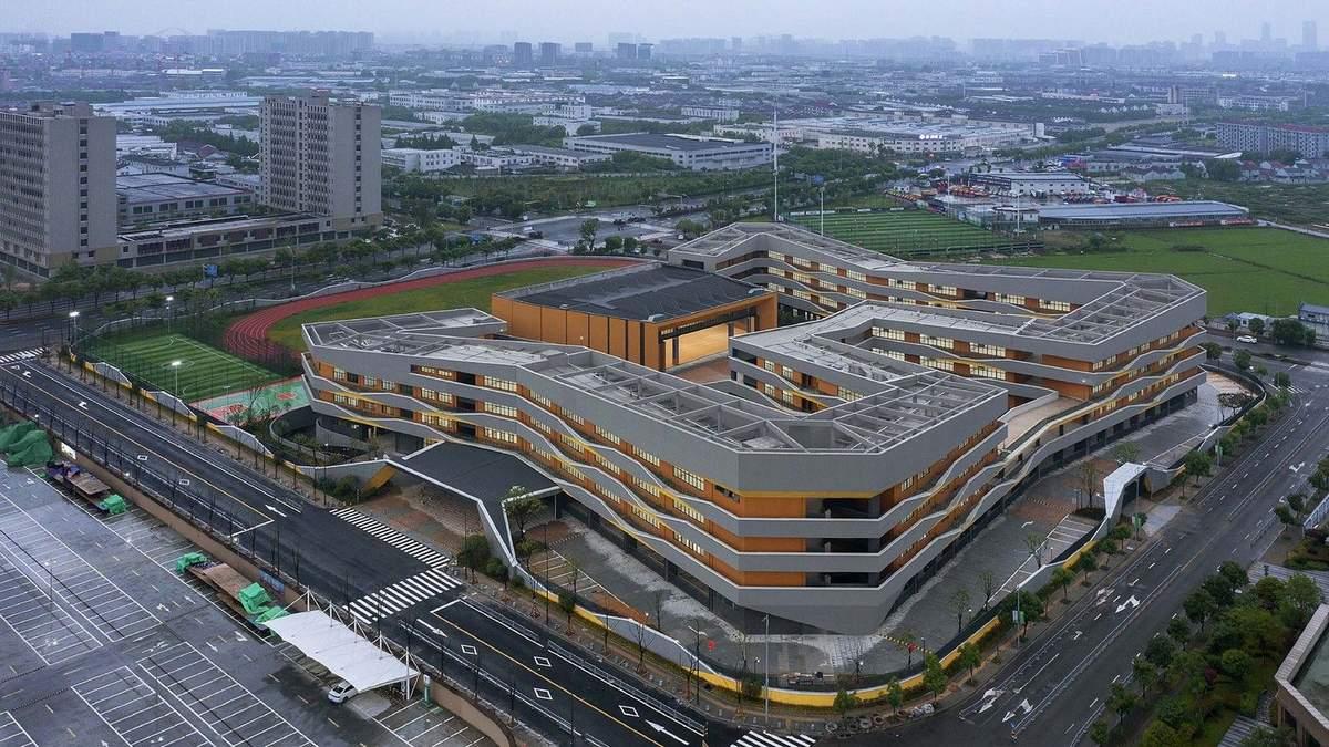 В Китае открыли школу-лабиринт с внутренними дворами – фото