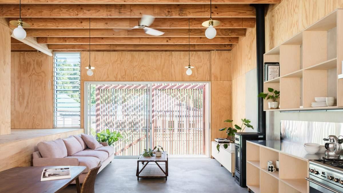 Как обустроить полностью деревянный интерьер дома: пример из Австралии – фото