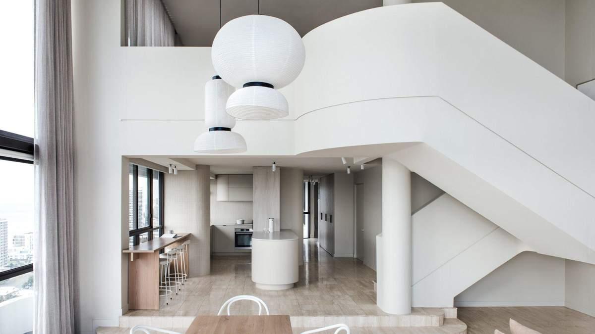 Интерьер в белых тонах: пример недорого и стильного дизайна из Австралии