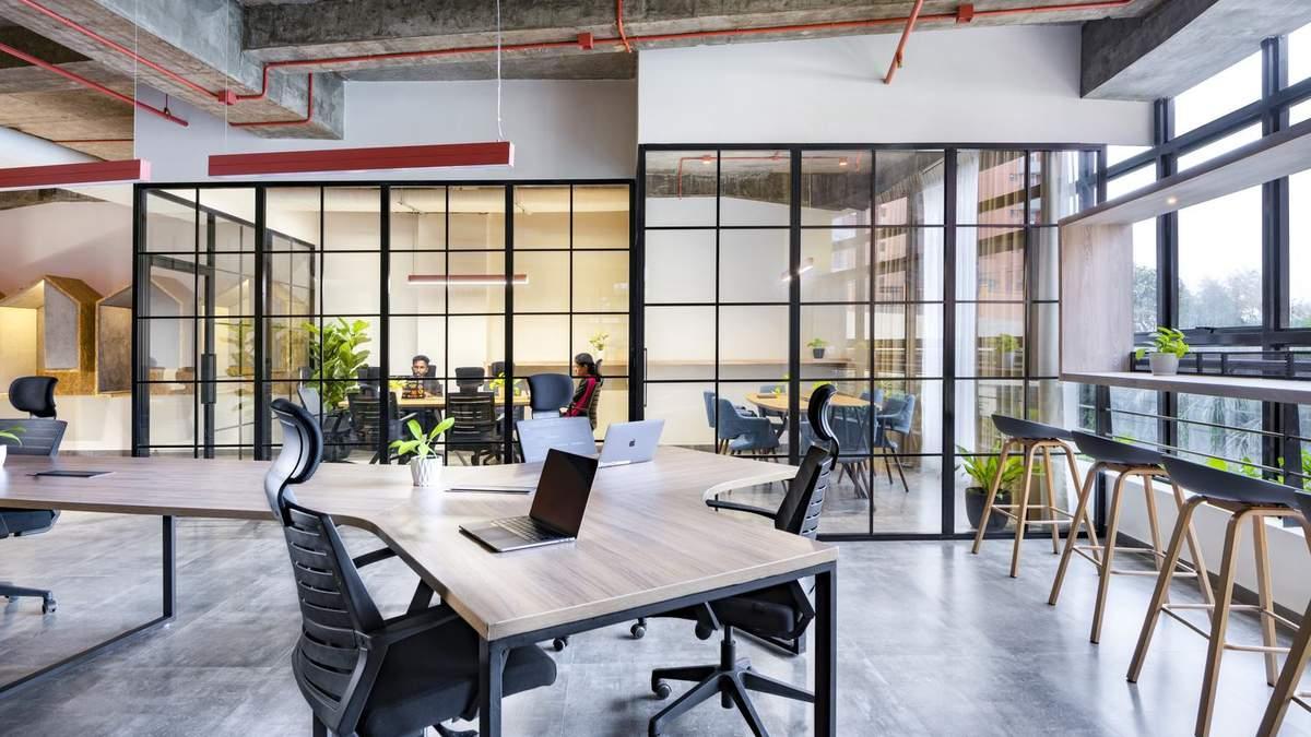 Офис обустроили в индустриальном стиле
