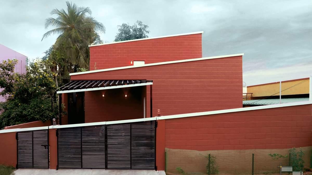 Дом из красного кирпича, Индия