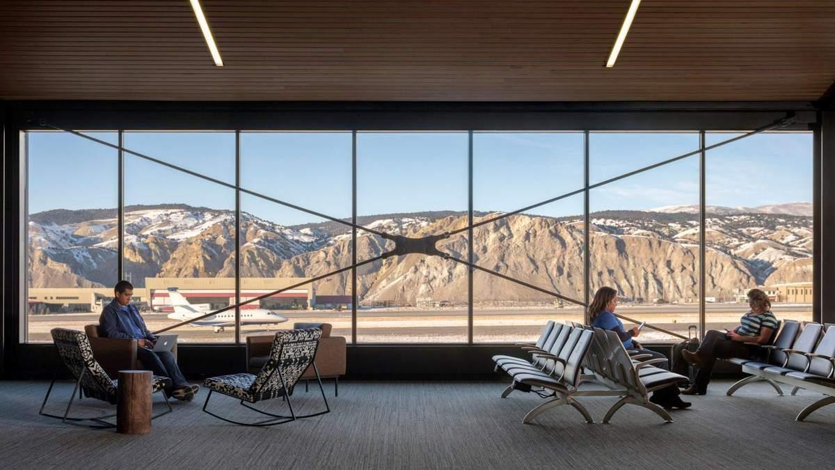 Камин в зале ожидания: фото уютного интерьера аэропорта в Колорадо