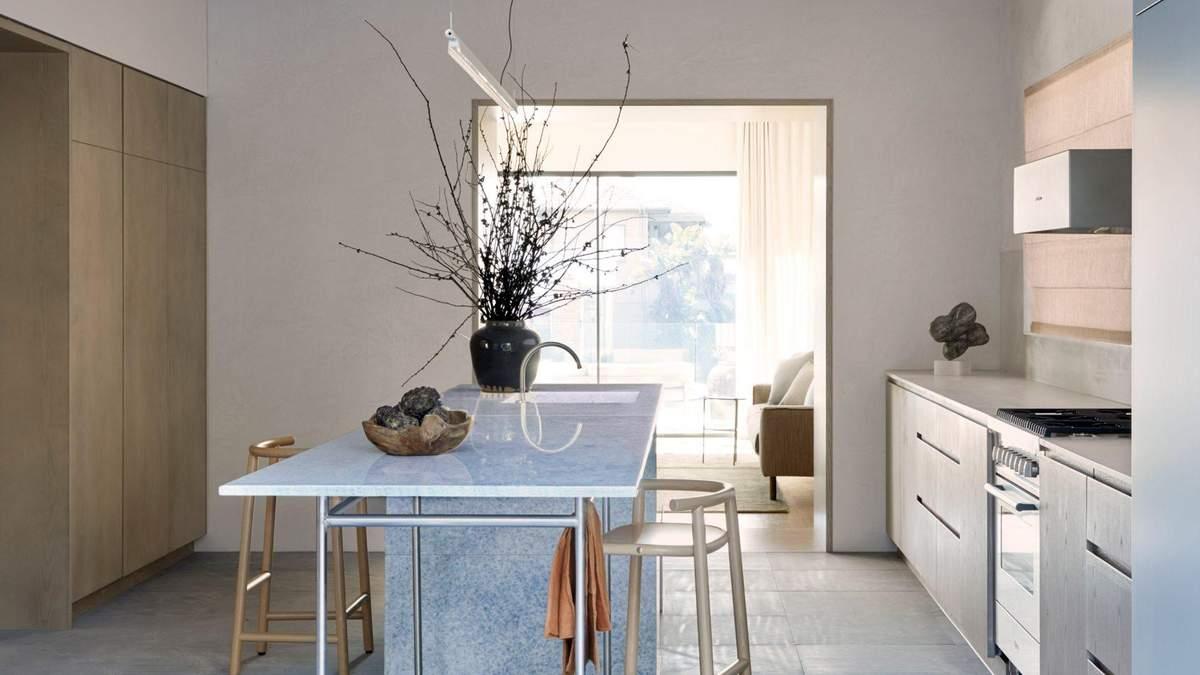 Использование ярких цветов: в Австралии дизайнеры представили смелый интерьер - фото