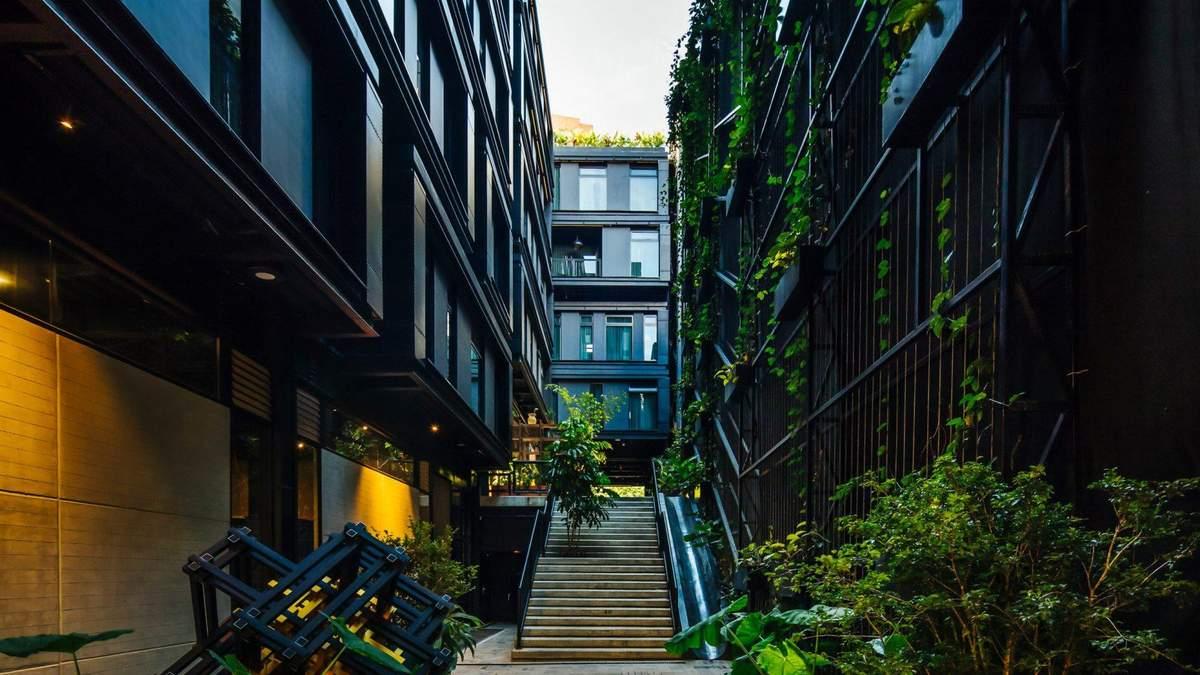 Як не переборщити з чорним кольором в інтер'єрі: фото екологічного готелю з Колумбії