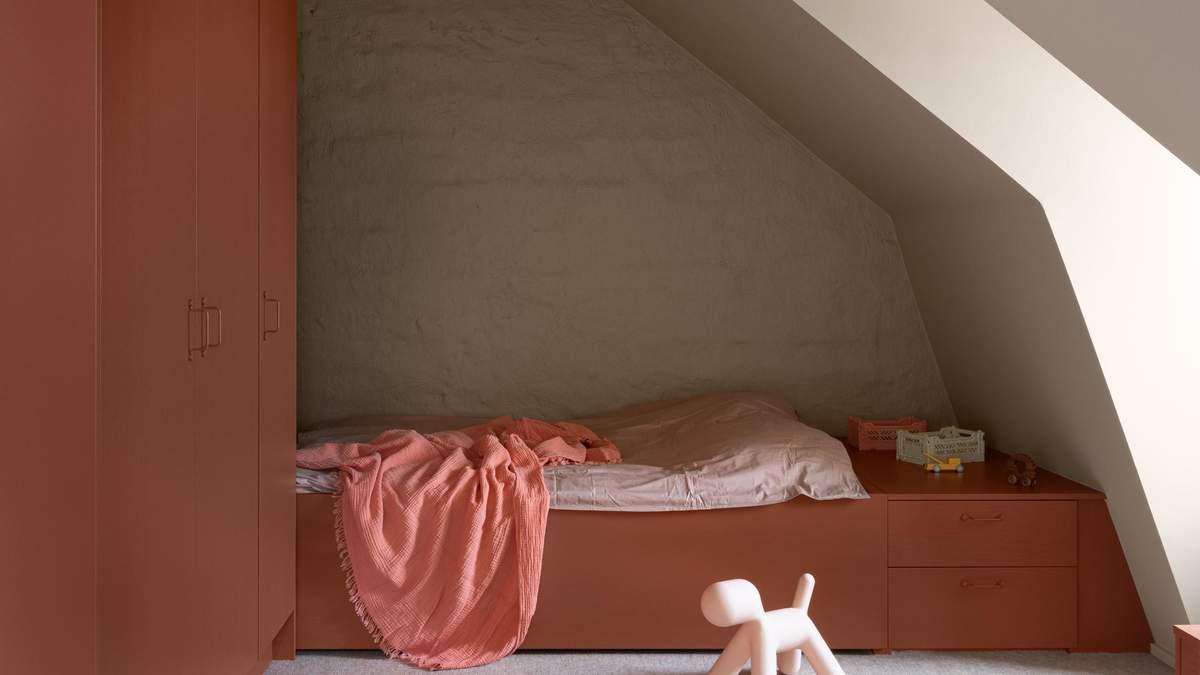 Затишні спальні: приклад максимального використання кожного кутка горища – фото
