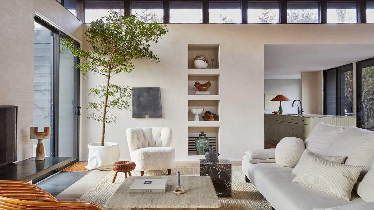 Інтер'єр квартири багатий на старі елементи декору та меблі