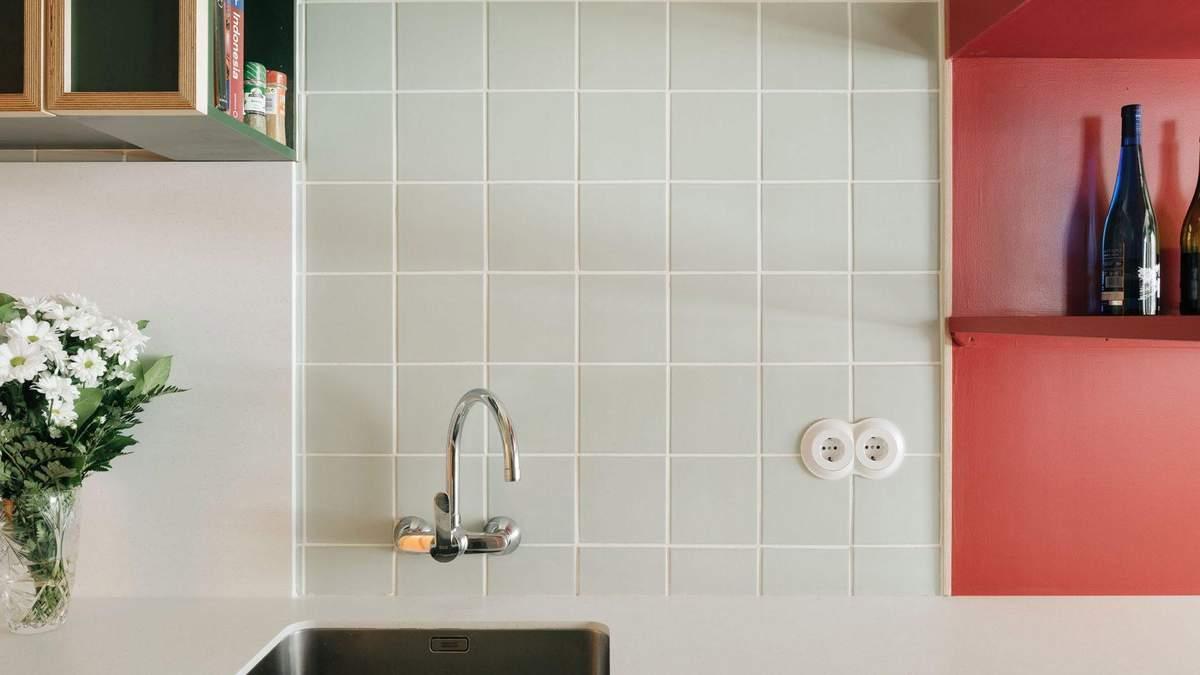 Лісова кухня та рожевий коридор: приклад бюджетного оновлення інтер'єру квартири – фото