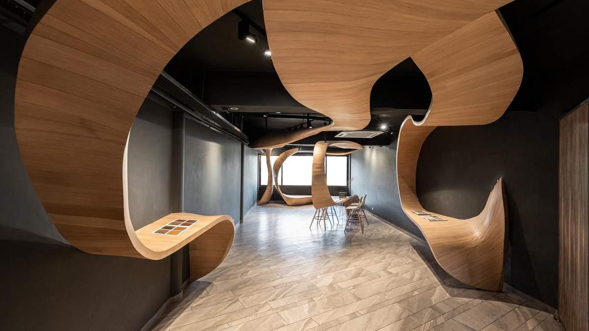 Інтер'єр  квартири з дерев'яними стрічками: приклад незвичного дизайну з Індії – фото