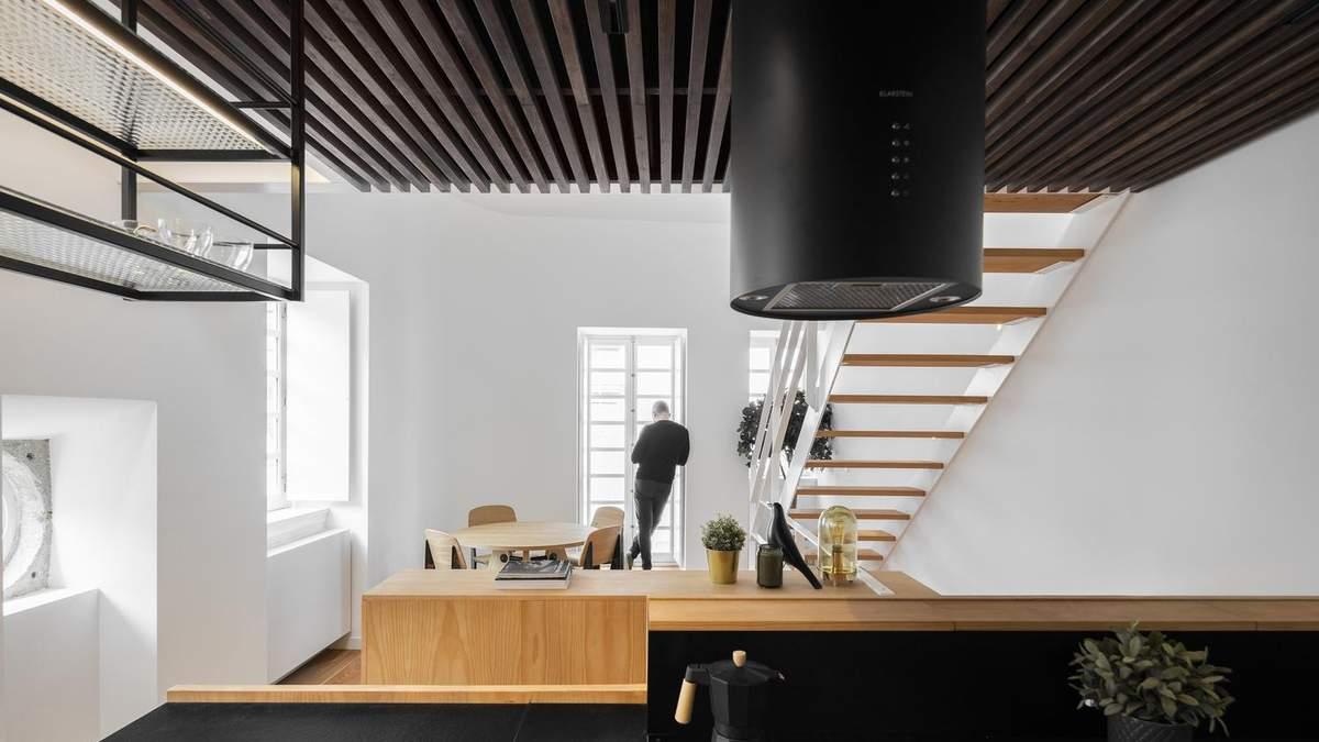 Стильное сочетание цветов и урбанистический дизайн: фото интерьера квартиры из Португалии