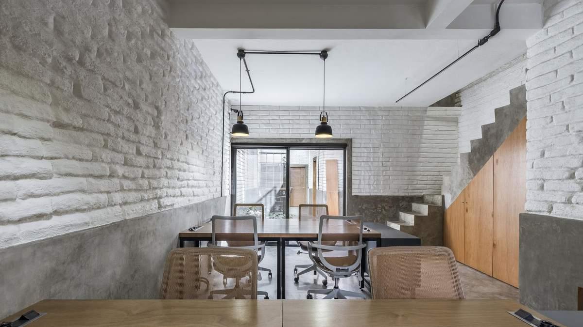 Белый лофт: в Мексике креативно обновили интерьер исторического здания – фото