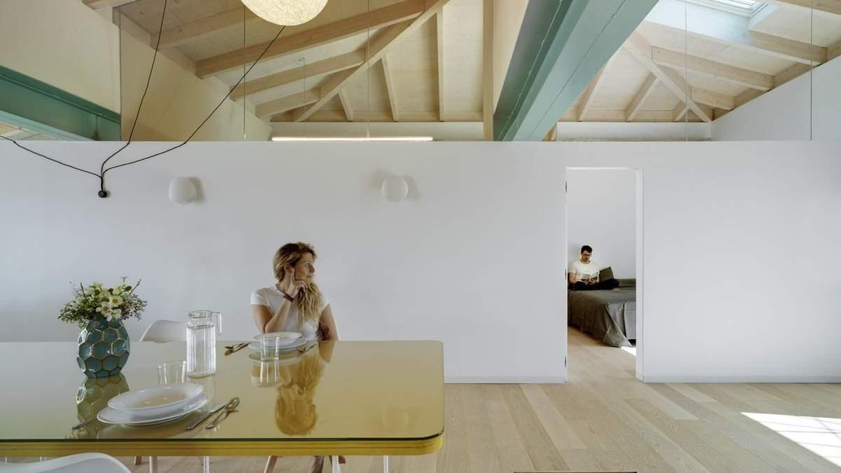Відкриті простори та відсутність перекриття: будинок із сучасним інтер'єром з Іспанії – фото