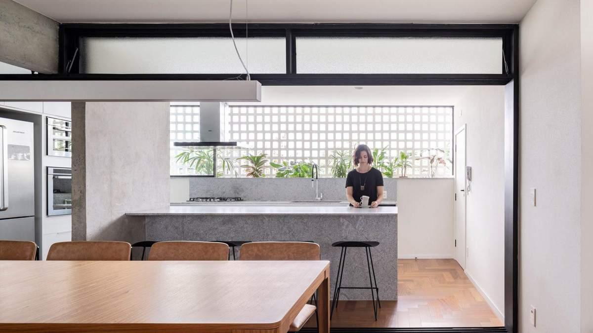 Ремонт з використанням напівпрозорого скла: креативна реновація простору квартири з Бразилії