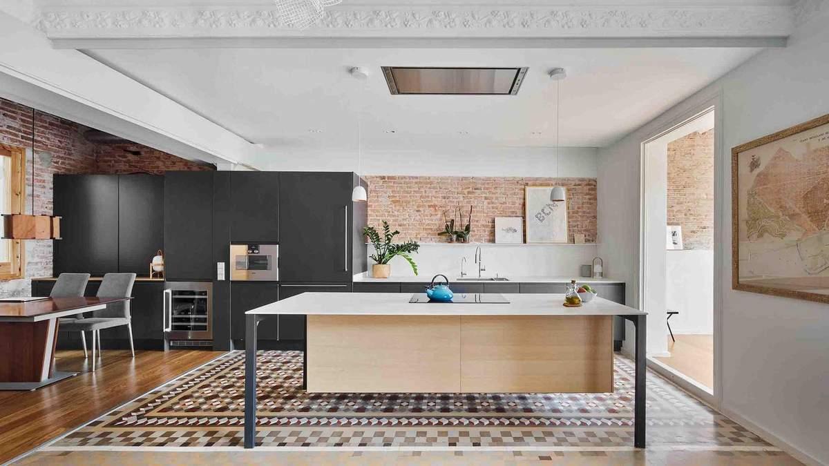 Ремонт 120-летней квартиры: сочетание классического стиля и лофта – фото
