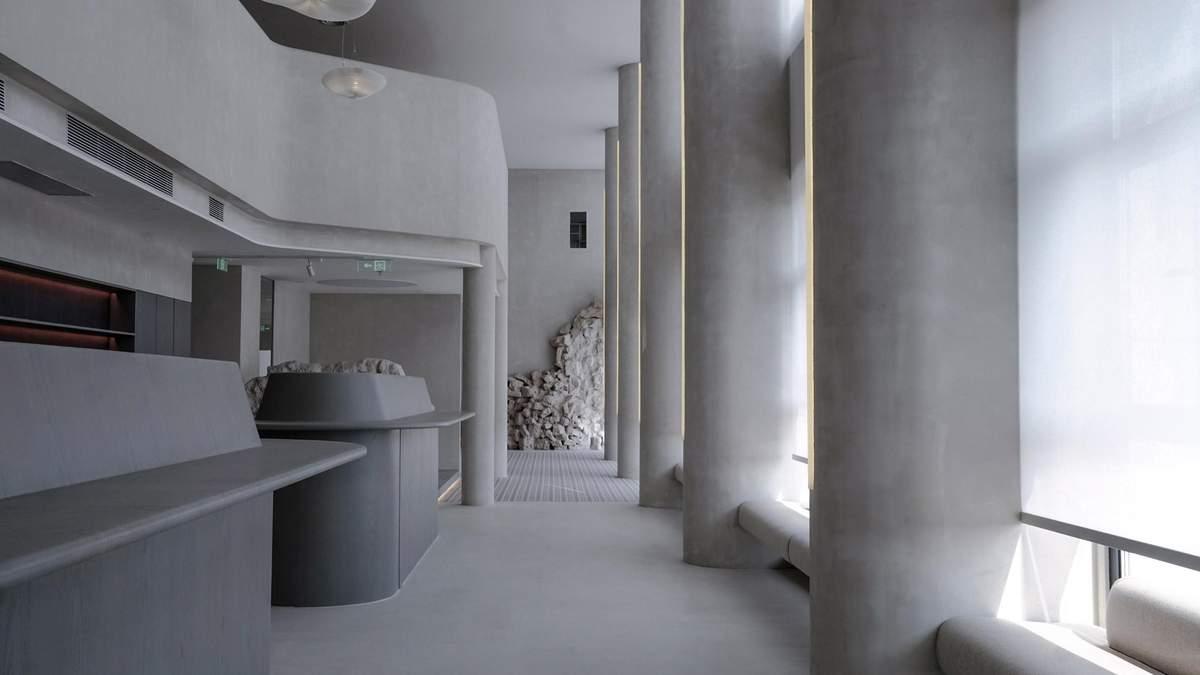 Серо-белый дизайн: футуристический офис в столице Китая – фото