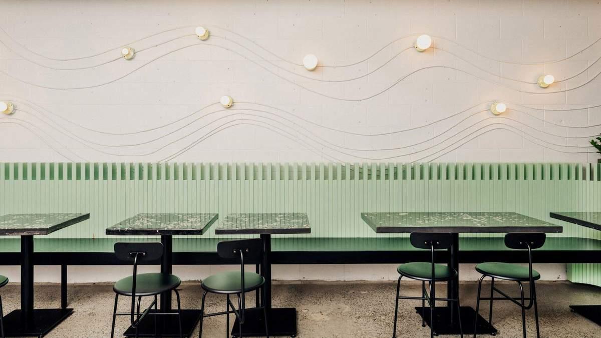 Зеленый туалет и каменный бар: в Ванкувере открыли ресторан с пляжным интерьером – фото