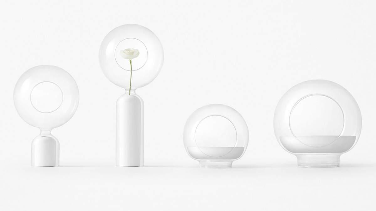 Стулья в форме скрепок и вазы-шлемы: странные предметы интерьера от японского бренда – фото