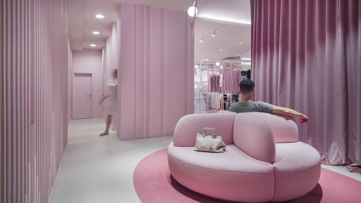 Интерьер в магазине полностью розовый