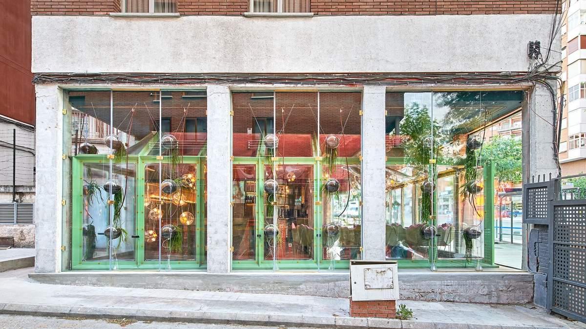 Дом в доме: в Мадриде открыли ресторан, где внутри выращивают еду – фото интерьера
