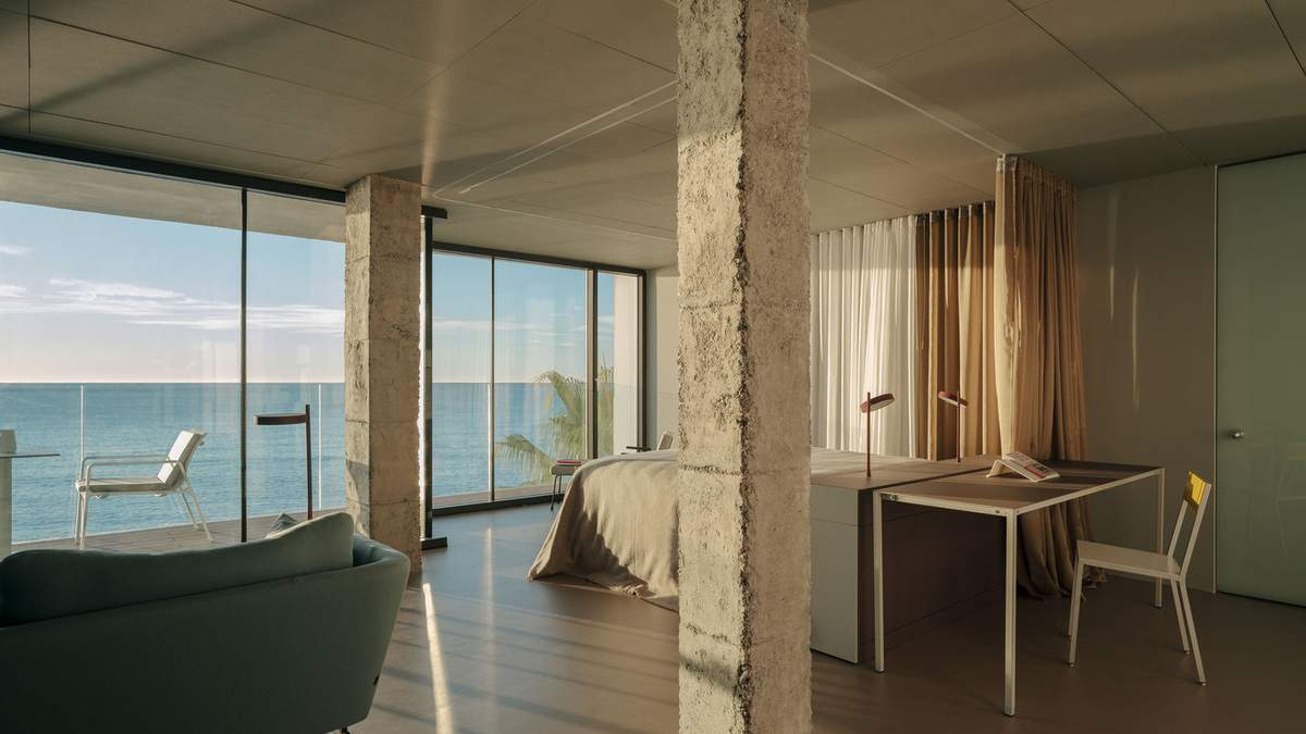 Жизнь на берегу океана: дизайн испанской квартиры на побережье – фото