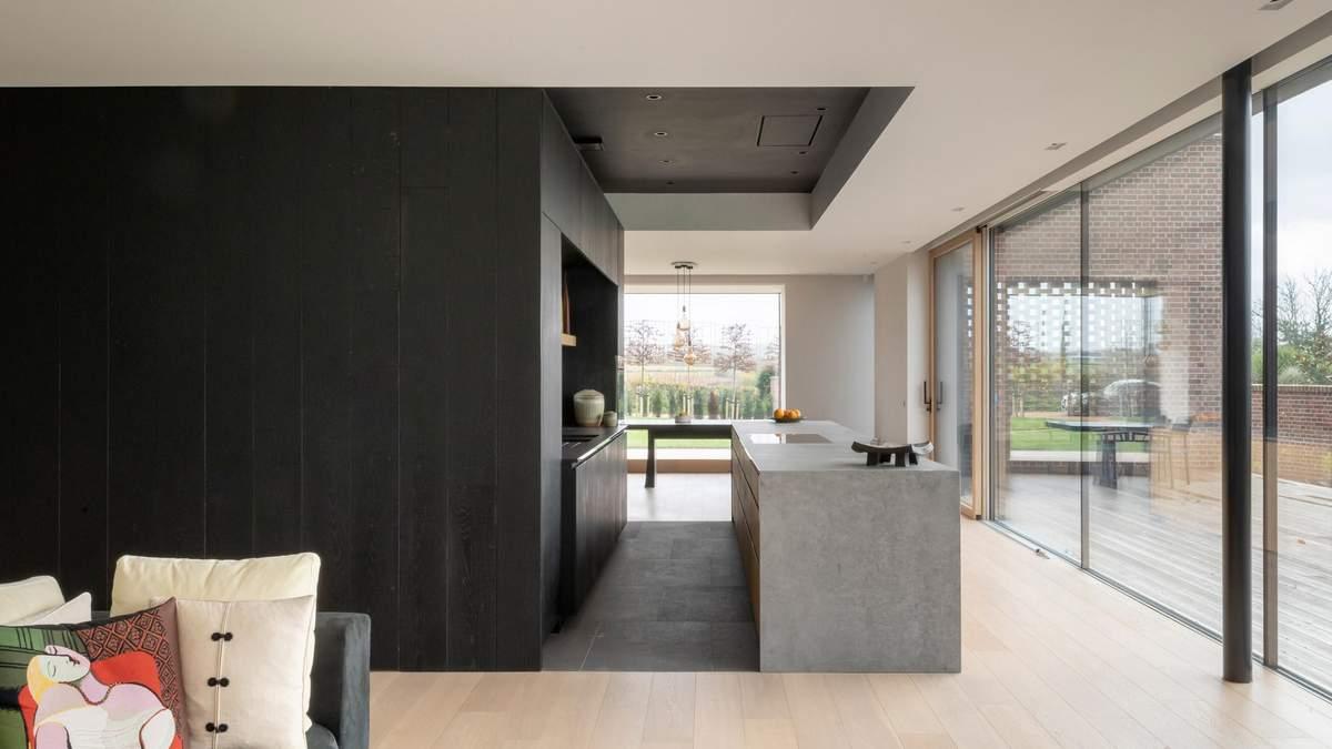 Тактильный интерьер: фото классического британского кирпичного дома