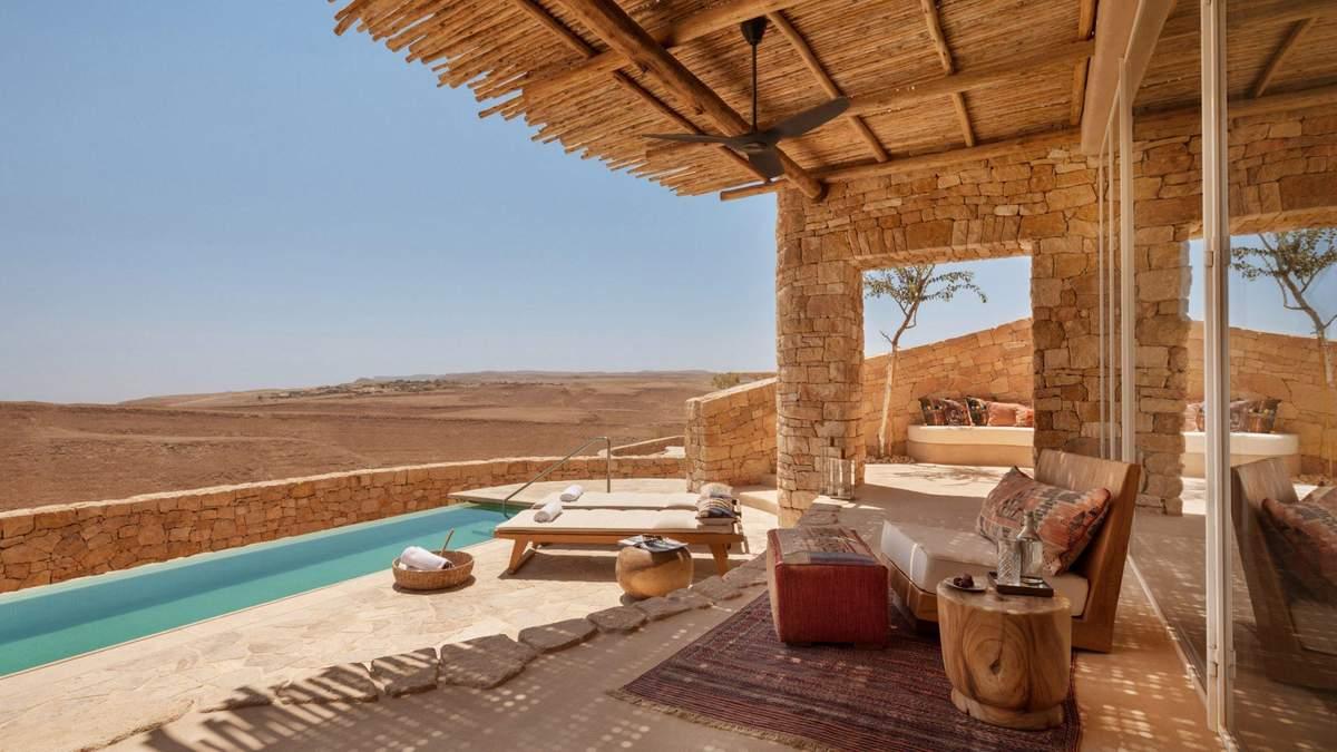 Песок и камень: в израильской пустыне возвели отель с роскошным интерьером – фото