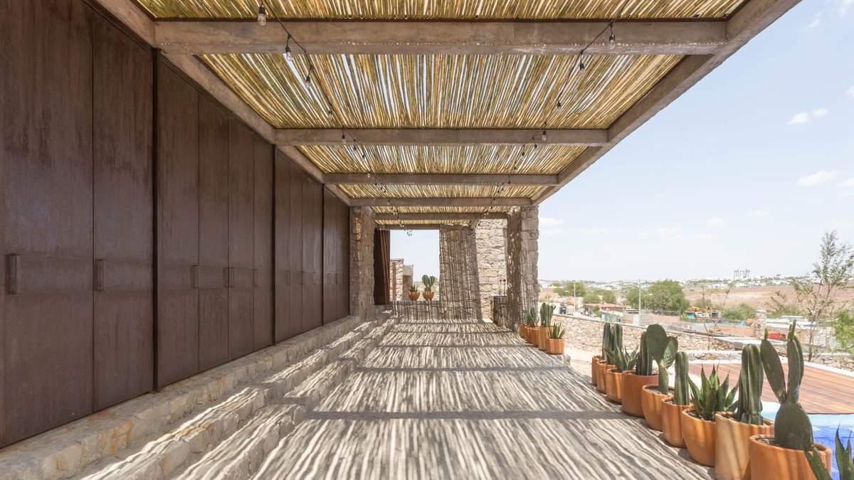 Камни над песком: в Мексике появился стильный домик в этническом стиле – фото