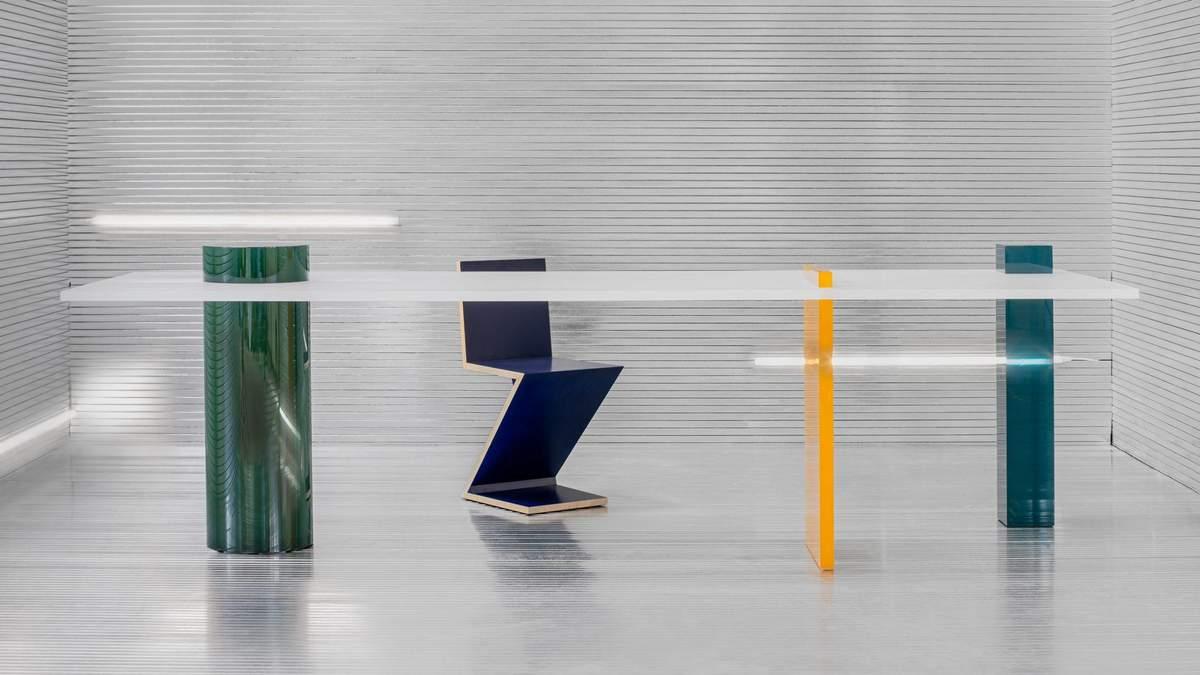 Посвящено греко-римской архитектуре: в Бельгии представили коллекцию мебели из смолы – фото