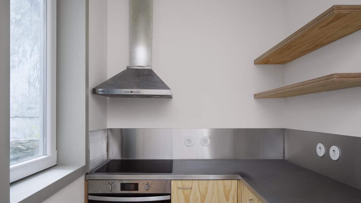 Высокие потолки и много света: пример обустройства миниатюрной квартиры в центре города – фото