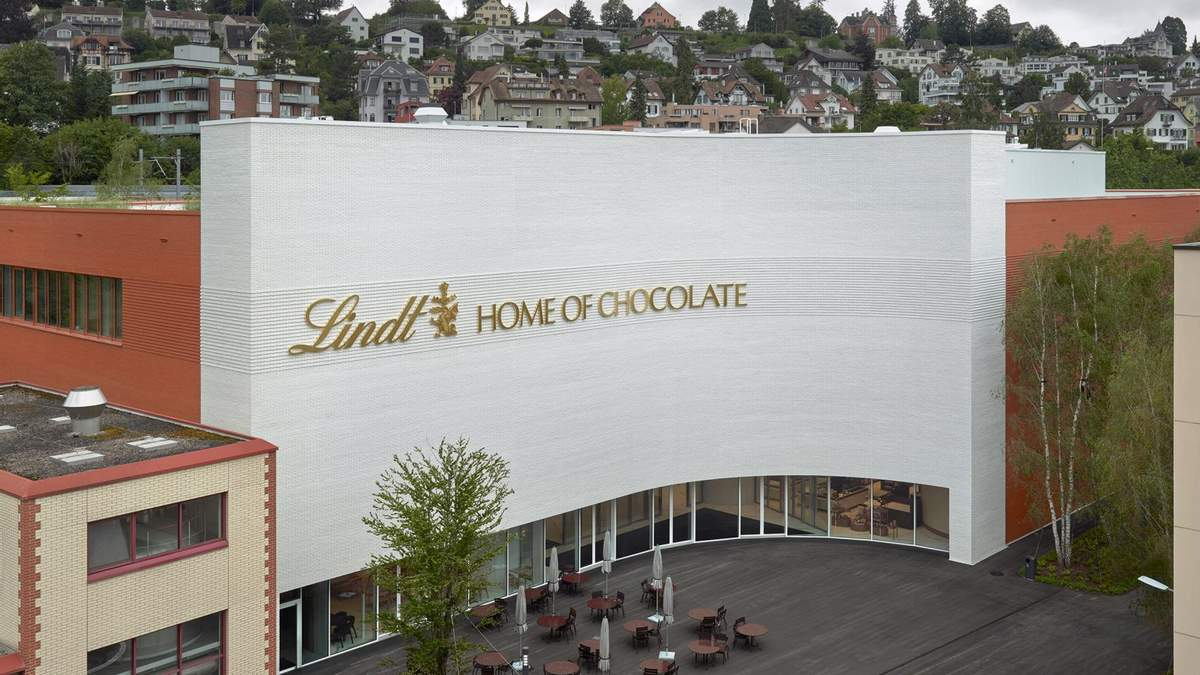 Глазурована цегла: як виглядає музей швейцарського шоколаду Ліндт – фото інтер'єру будівлі