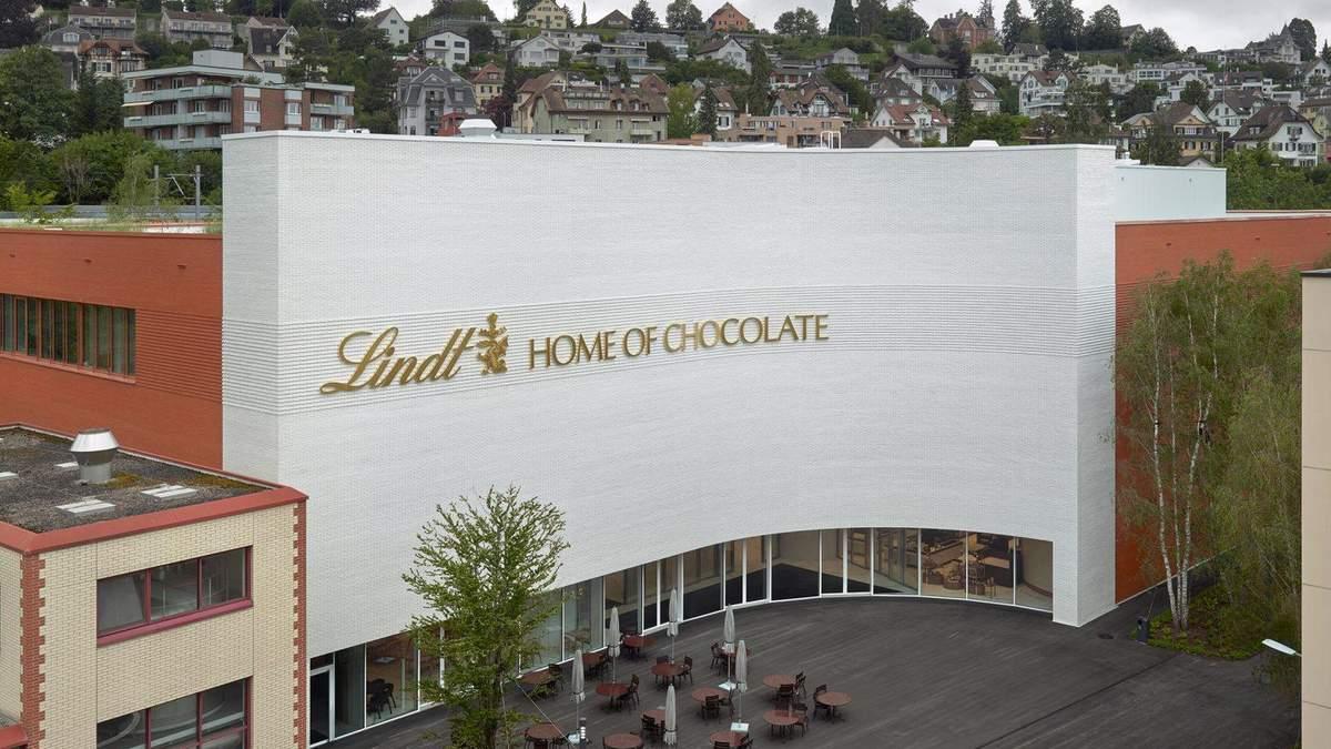 Глазурованный кирпич: музей швейцарского шоколада – фото интерьера здания