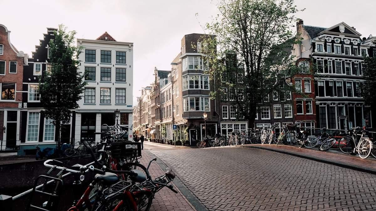 Большинство зданий в центре Амстердама не разрешено перестраивать