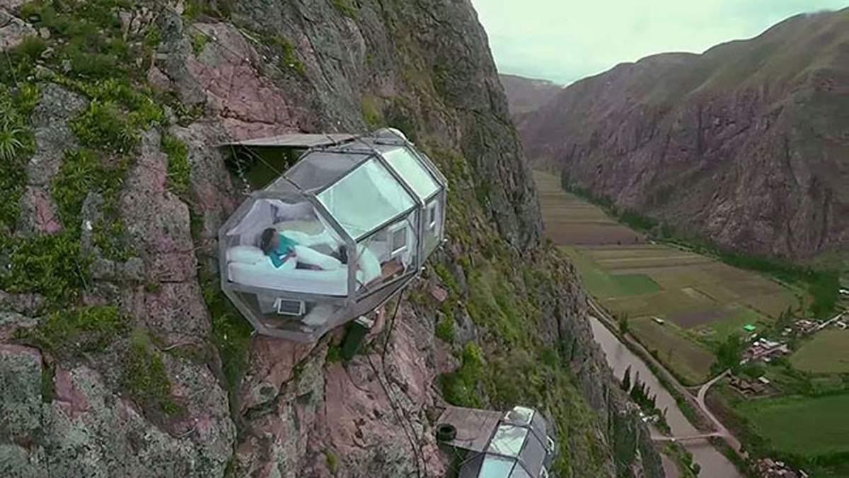 Готель у Перу пропонує ночівлю над прірвою: фото екстремальних кімнат