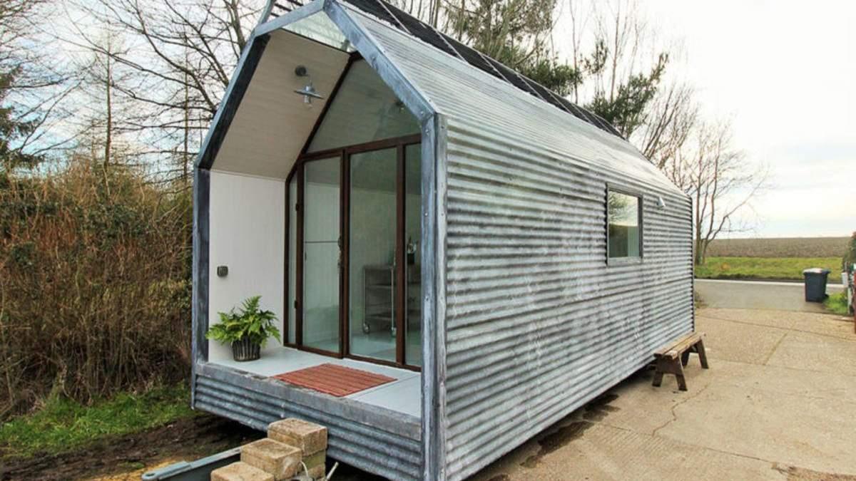 Пример обустройства стильного домика, который можно установить где угодно: фото