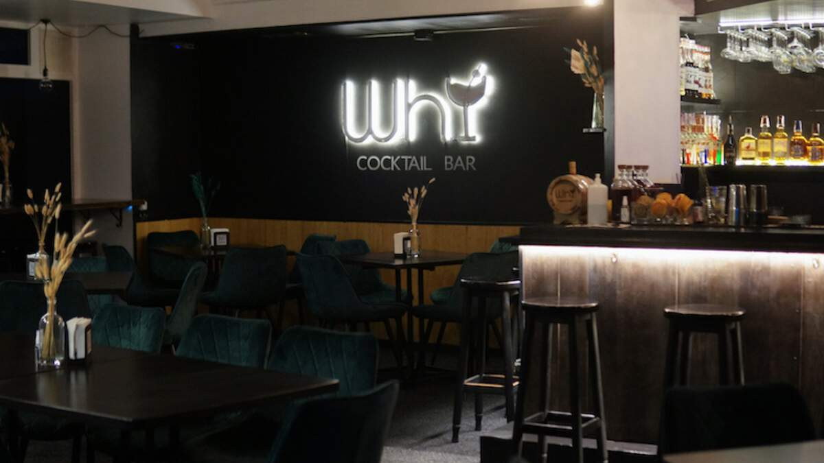 Таинственная атмосфера и много зелени: в Киеве открыли бар со стильным интерьером