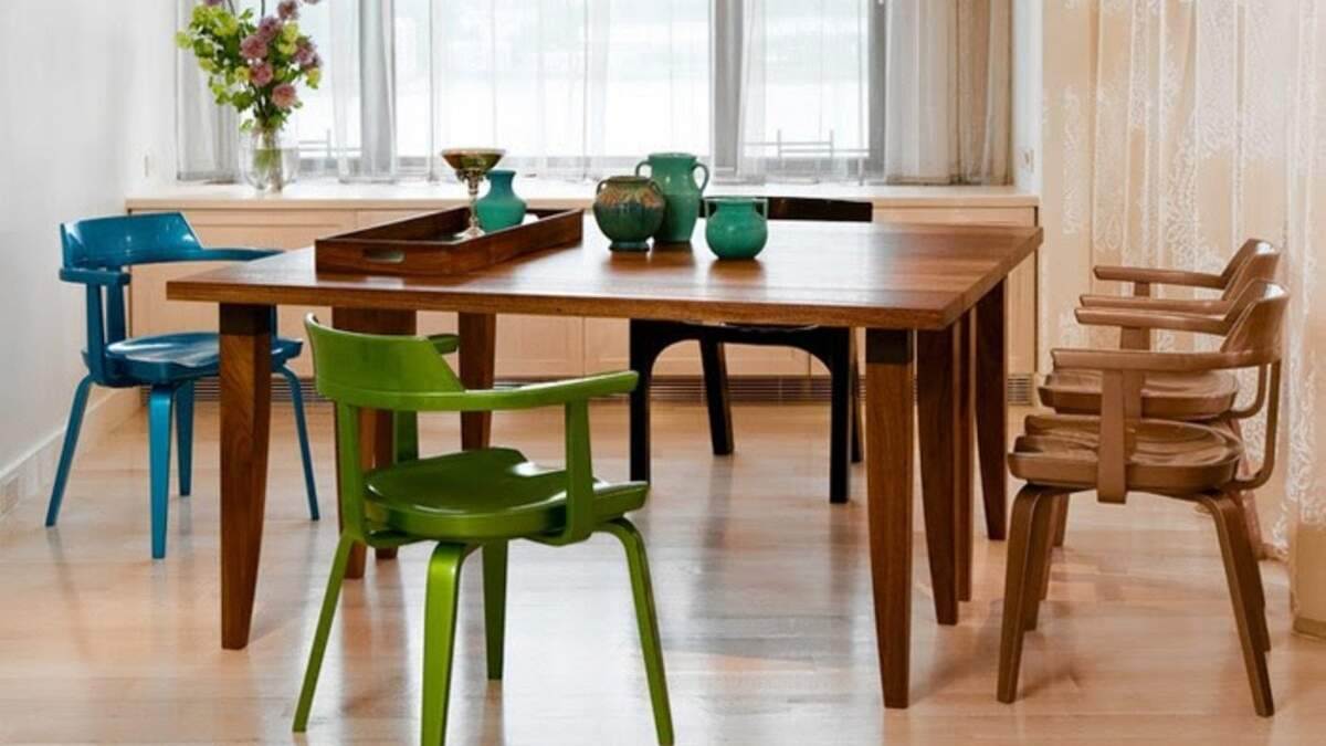 Интересные дизайнерские решения: как совместить разные стулья в интерьере