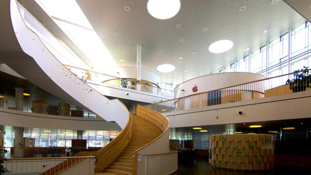 Навчатися в найкращій будівлі Скандинавії: як виглядає інтер'єр звичайної школи в Данії – фото