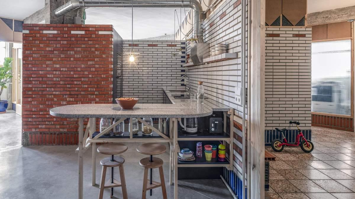 Из старой мастерской сделали стильную квартиру: фото интересного интерьера из Испании