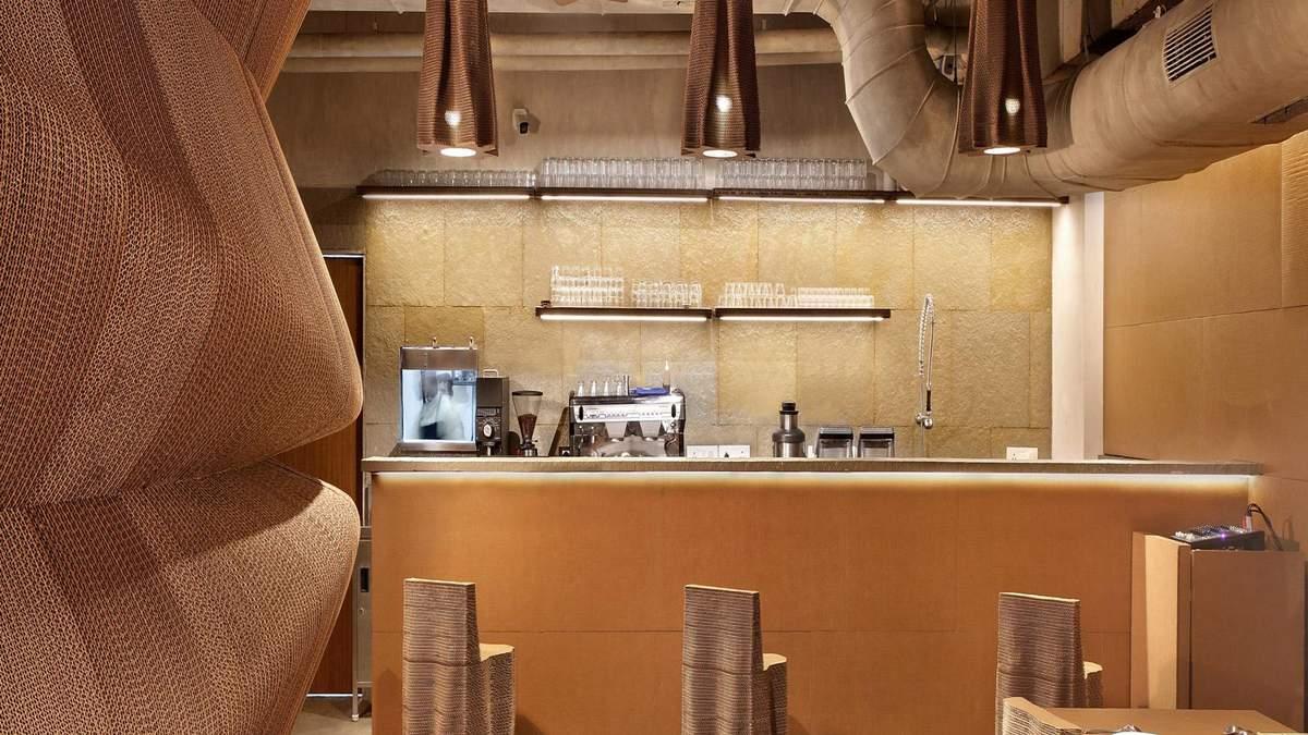 Усе з картону: фото стильного ресторану з екодизайном в Індії