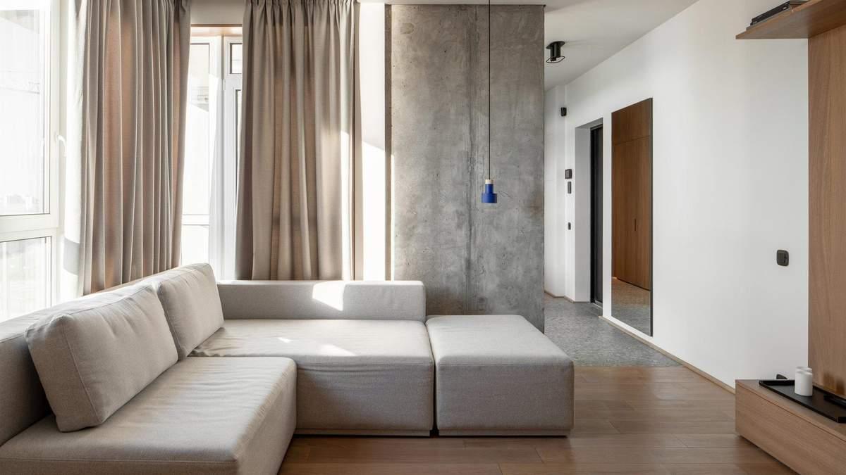 Дизайн квартиры имеет достаточно сдержанный вид