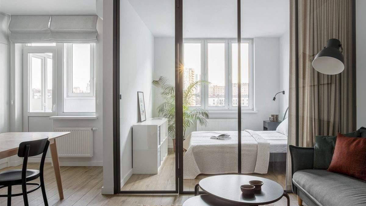 Скляні стіни й меблі з IKEA: фото цікавого інтер'єру квартири для оренди в Києві