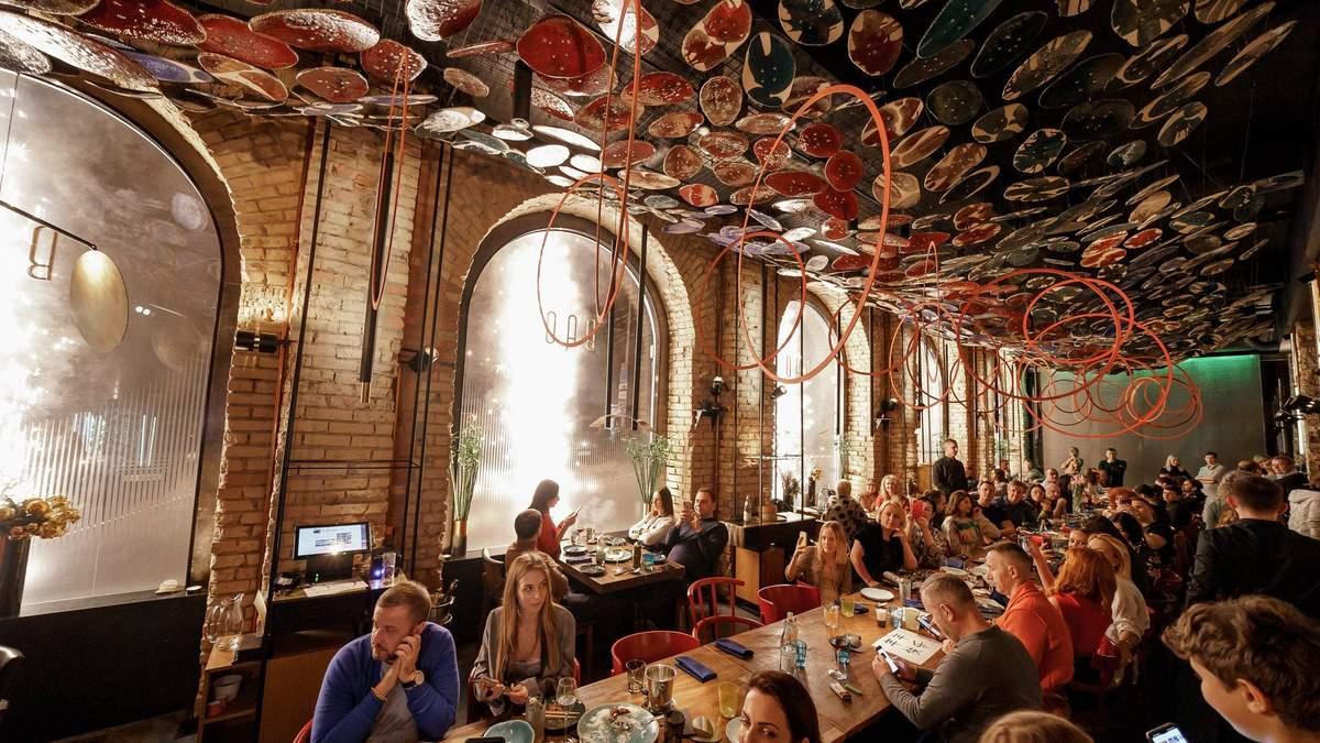 Самый длинный стол в Европе: как выглядит китайский ресторан Эктора Хименеса-Браво в Киеве
