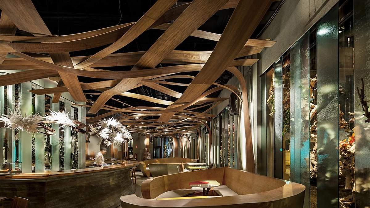 Потолки в этих ресторанах совсем не похожи на стандартные