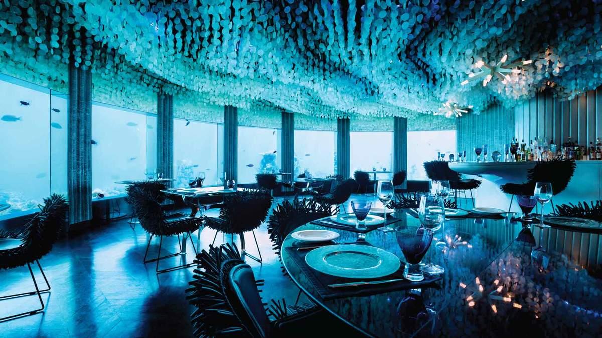 Вечеря на глибині моря: фото інтер'єру розкішного підводного ресторану на Мальдівах