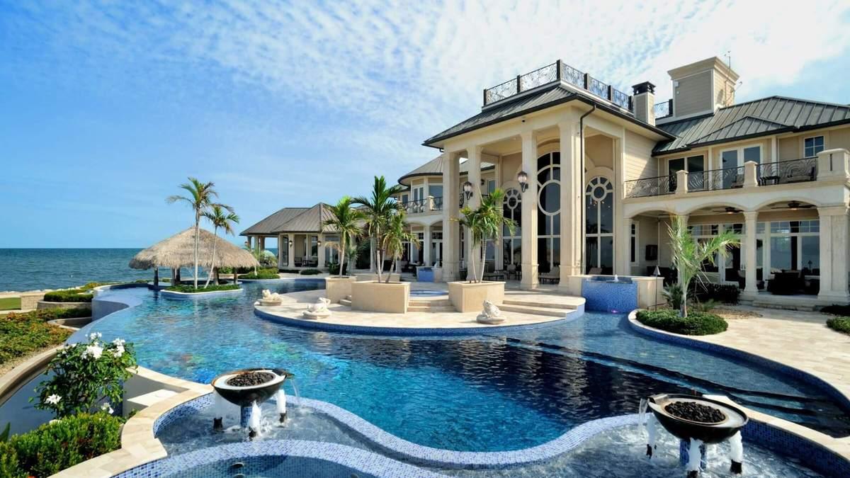 Не все большие дома имеют стильный интерьер