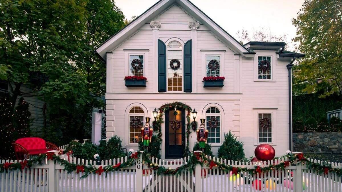 Как в кино: в США сделали дом из сериалов про Рождество – фото интерьера